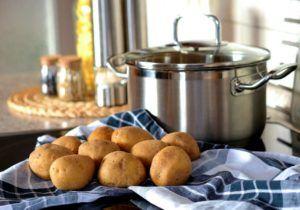 Pinchos de patata rellena