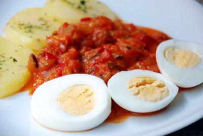 Pisto manchego con patatas y huevo