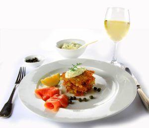 Tapas de patata y salmón