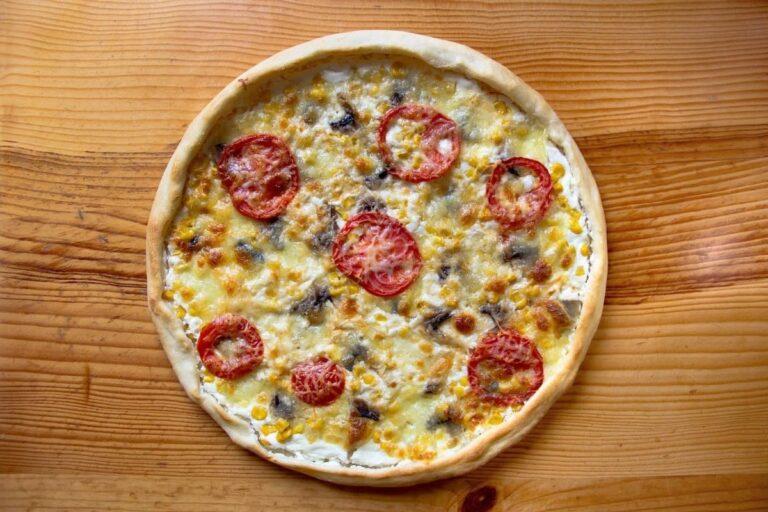 Pizza de champiñones queso y tomate