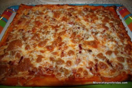 PIZZA DE ATUN CON CHORIZO