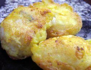 Merluza con salmón al horno sobre cama de patatas
