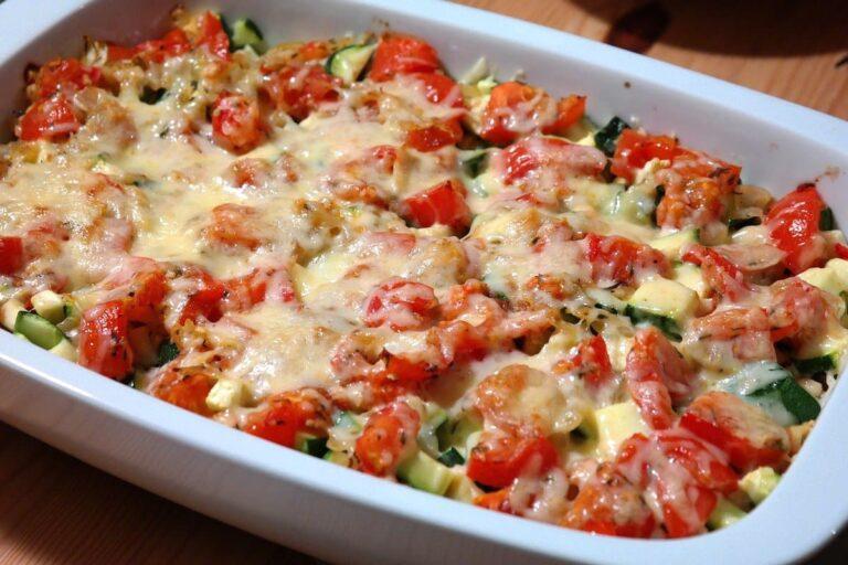 Verduras con coñac y queso con base de patatas