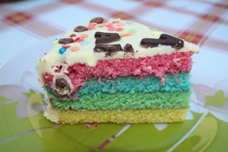 Tarta tres colores con cobertura de chocolate blanco