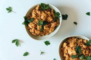 arroz con pollo troceado