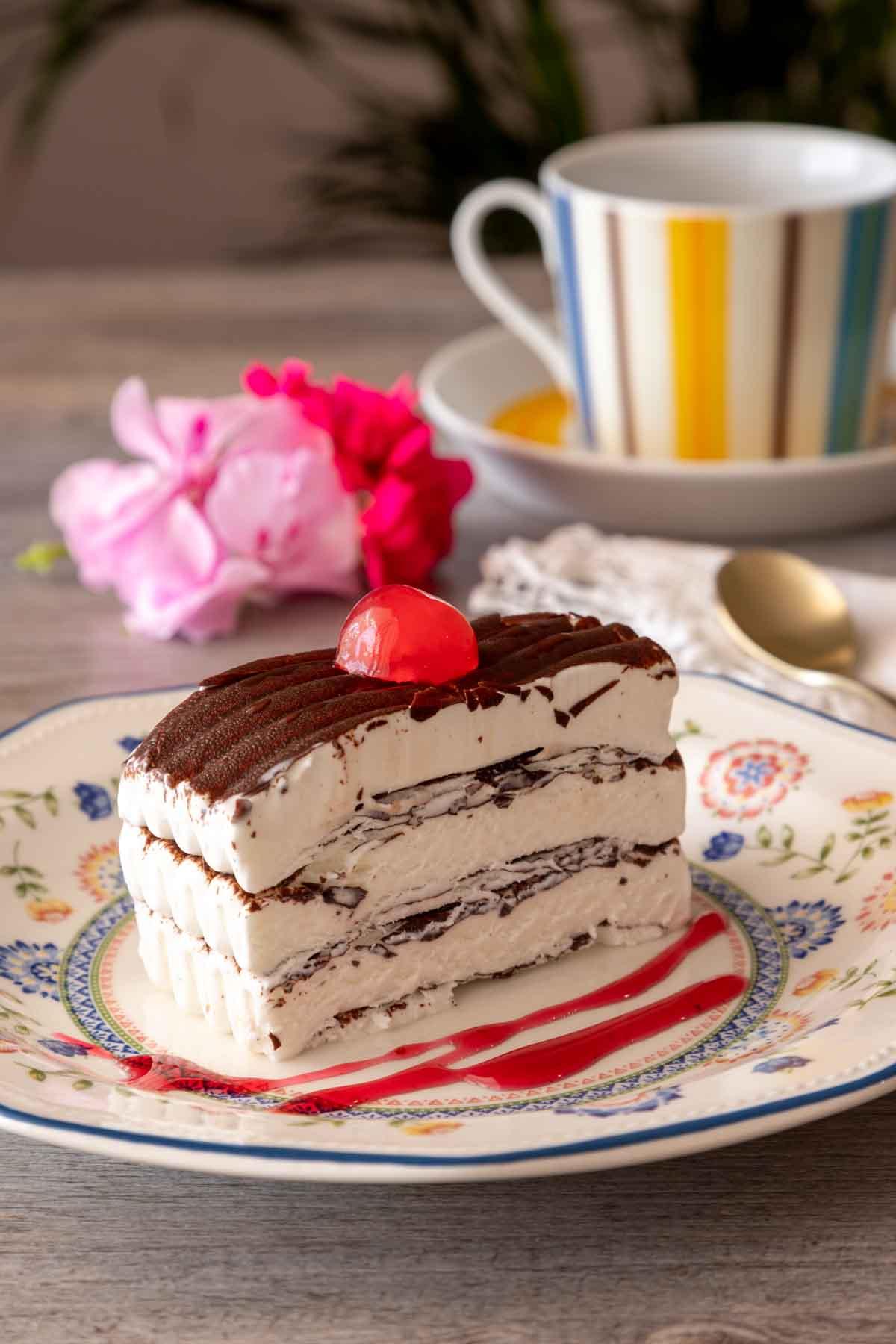 Helado de nata con tiras de chocolate