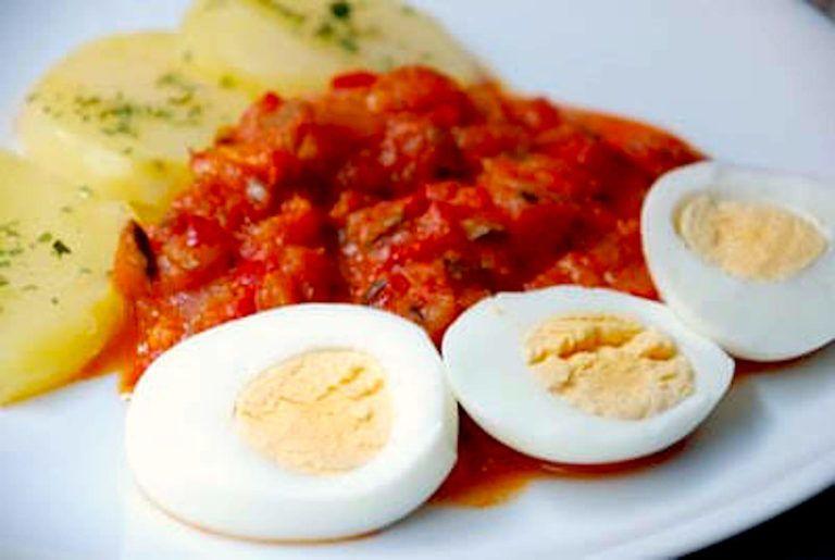 Pisto patatas y huevos