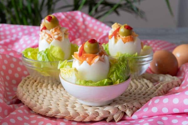 Pinchos huevos rellenos