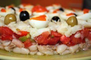 Tarta de alubias con verduras y bacalao