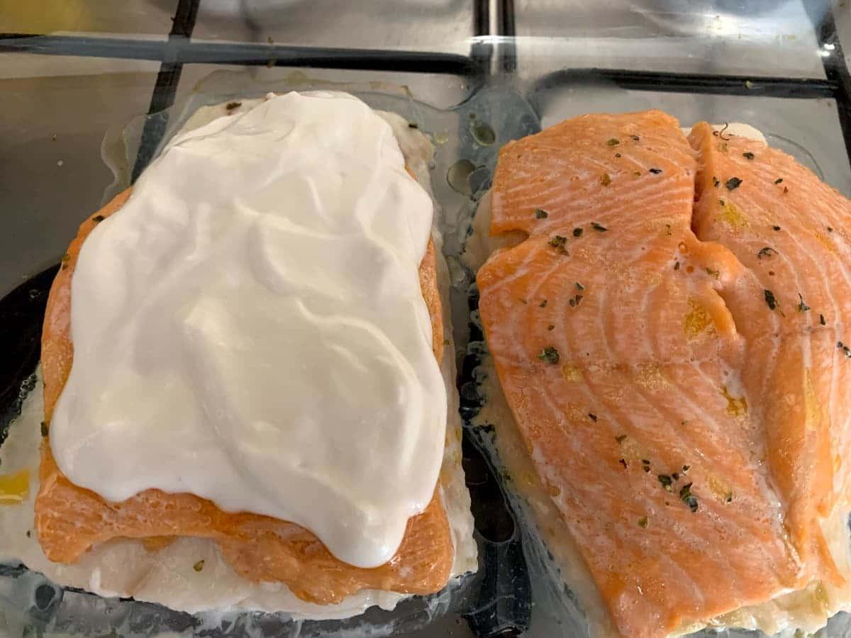 Poner alioli encima salmón_