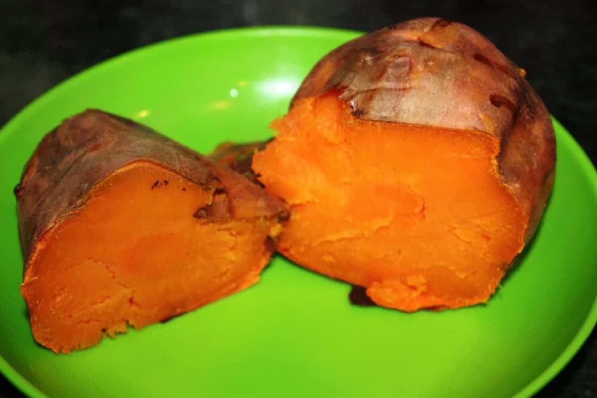 Poner la patata o boniato al horno