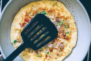 Tortilla de calabacín con pimientos y zanahoria