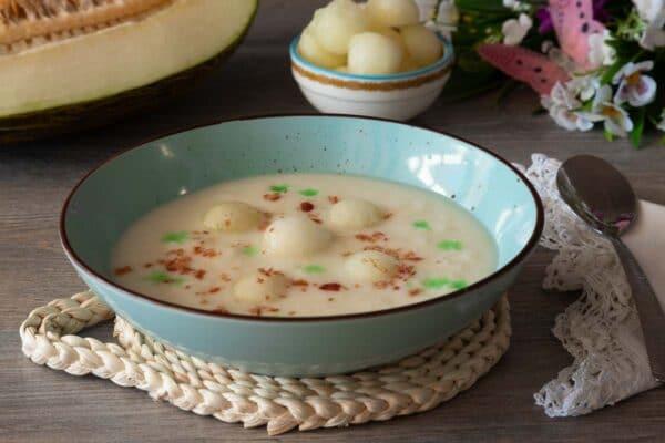 Sopa helada de melón con jamón
