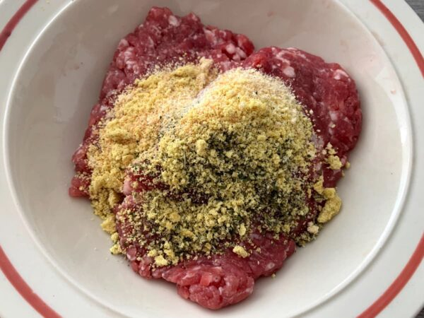 aliños con la carne Pimientos verdes rellenos en salsa