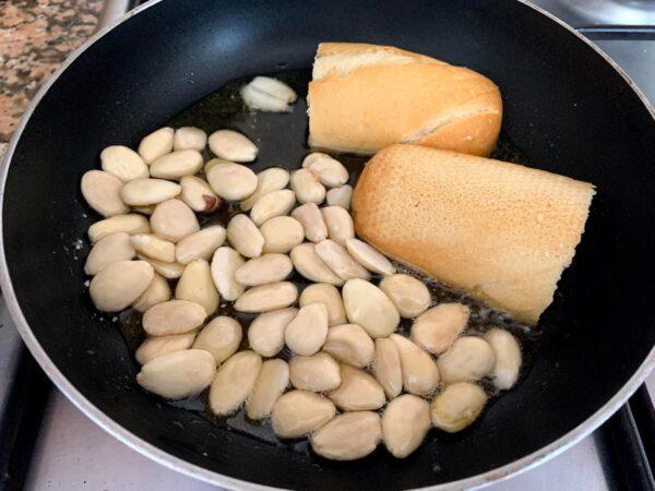 freir los ingredientes d ela salsa