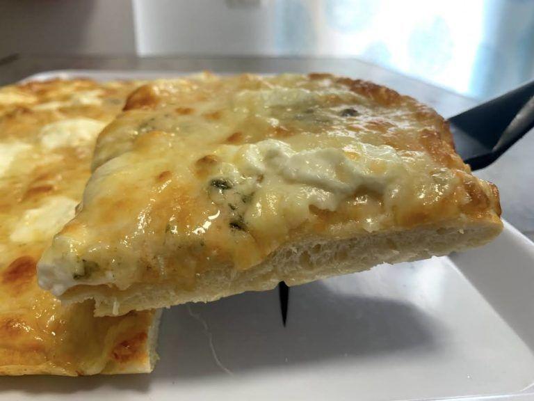 Pizza casera 6 quesos