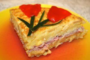 Tortilla d patatas rellena jamón york y queso