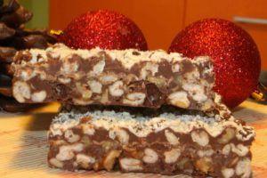 Turrón de cereales y nueces con chocolate y naranja