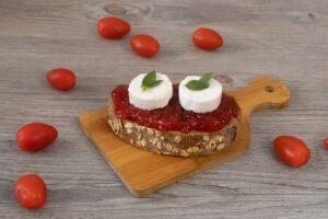 Tostada con Mermelada de tomate y queso de cabra