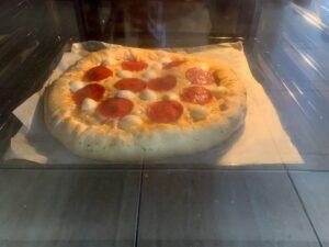 al horno PIZZA PEPPERONI CON LOS BORDES RELLENOS