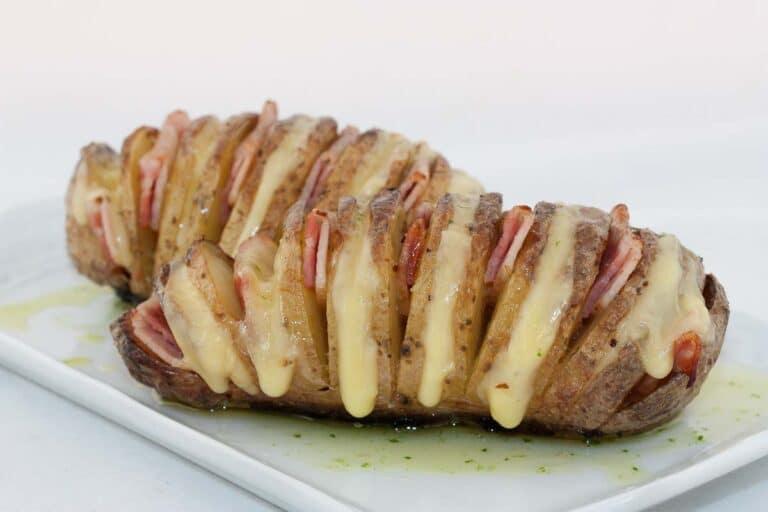 Patata rajada rellena de beicon y queso